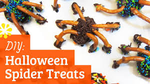 diy halloween treats chocolate pretzel spiders sea lemon youtube