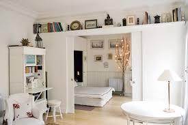 coin chambre dans salon 5 méthodes astucieuses pour intégrer sa chambre dans le salon