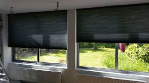 rideaux pour fenetre chambre etofea les duettes stores sur mesure opaques dans une chambre