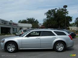 bright silver metallic 2005 dodge magnum se exterior photo