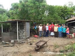 illinois wesleyan students volunteering in honduras gain cross