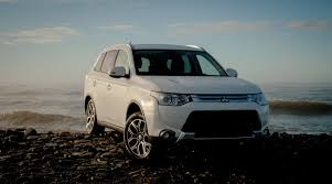 mitsubishi outlander 2016 white the 2015 mitsubishi outlander gt s awc impresses inside and out