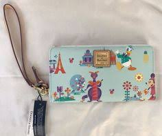 taking a closer look at the disney dooney and bourke princess keys