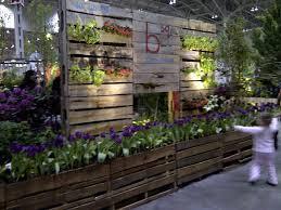 resultado de imagem para decoração com paletes para jardim