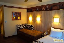 hotel chambre a theme hotel cheyenne rooms disneyland treasures