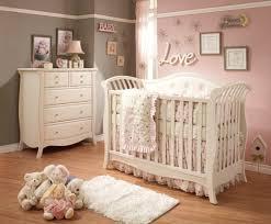 babyzimmer rosa grau baby kinderzimmer ideen mädchen rosa graue wand kinderzimmer