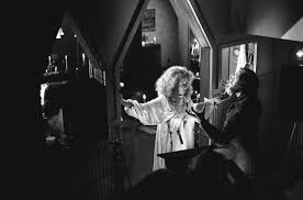 brian depalma and piper laurie on the set of carrie 1976