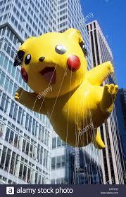 thanksgiving parade new york 2015 macy u0027s thanksgiving day parade pikachu pokemon balloon new york