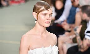 hairstyles for giving birth natalia vodianova s return to the catwalk 20 days after giving