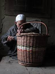 photo story how kashmiri artisans are struggling to save a dying art
