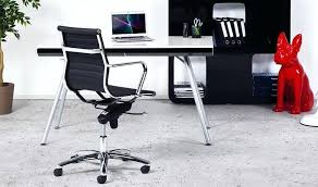 bureau noir design bureau noir design fauteuil de bureau ergonomique en simi cuir