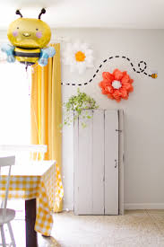 lucy s bumble bee train party making nice in the midwest bumble bee birthday party