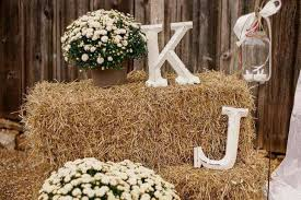 Shabby Garden Decor 17 Cool Ways To Use Straw Bales For A Shabby Chic Garden Decor
