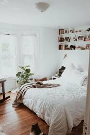 Decorating A Small Bedroom Best 25 Bay Window Bedroom Ideas On Pinterest Bay Window Seats