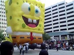 thanksgiving day parade spongebob hits tree