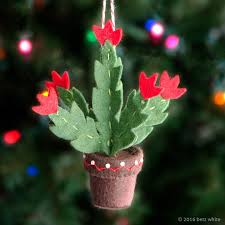 ornament stitch along club 4 cactus betz white