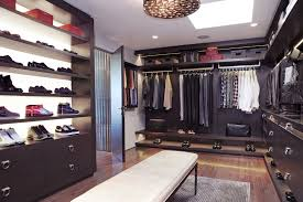 utilize the narrow space to make the walk in closet plans