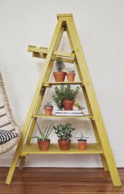 Kies Garten Gelb Gelb Gestrichene Stehleiter Als Pflanzenständer Wohnidee