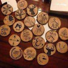 diy wooden disc ornaments so easy buy wooden discs and sharpie