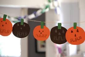halloween diy easy diy halloween garland tinkerlab