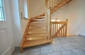 treppen aus holz freitragende treppen mit holz 16 treppenbau becker