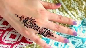 casual everyday ring finger henna tattoo design beautiful and