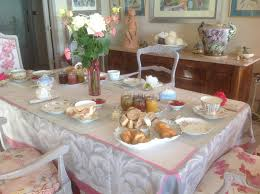 salle a manger provencale chambre d u0027hôtes les iris guest house sur la côte d u0027azur provence