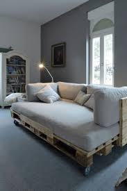 fabrication canapé en palette lit en palette de bois avec lumiere avec fabriquer des meubles avec
