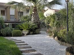 vialetti in ghiaia ghiaia da giardino progettazione giardini ghiaia per il giardino
