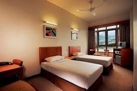 Oversized Bedroom Furniture Hotel Bedroom Make Over With Modern Furniture Design Trends4us Com
