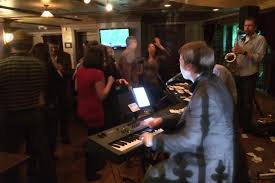 mcgonigals in barrington illinois with dueling pianos jpg