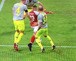 Immobilienanzeigen 1 Fc Köln Fc Fan Erstattet Strafanzeige Gegen Video