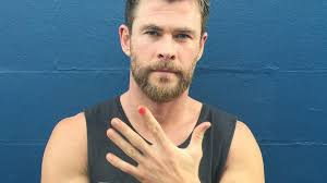 here u0027s why chris hemsworth and zac efron are painting their nails
