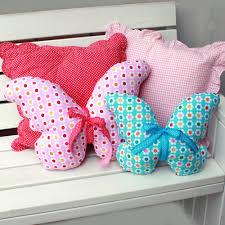 cucire un cuscino guarda anche questi tutorial cuscino a forma di cuore a uncinetto