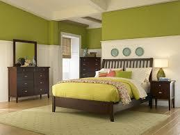 wandgestaltung zweifarbig schlafzimmer ideen farbgestaltung grün rheumri