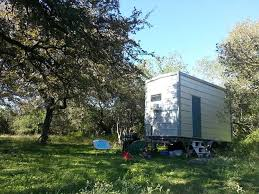 texas couple builds 100 sq ft tiny home for 7 000 treehugger