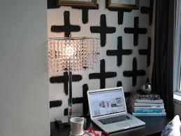 original daniela lukomski small space ideas painted wallpaper jpg rend hgtvcom 616 462 jpeg