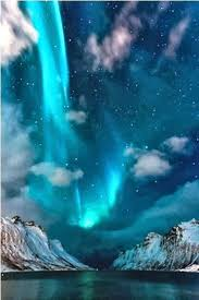 why northern lights happen auroras what makes them happen northern lights iceland and