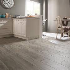 cuisine effet bois carrelage sol et mur gris effet bois heritage l 20 x l 80 cm avec