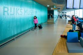 rijksmuseum presents masterpieces on airport baggage belt press