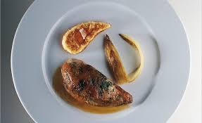 cuisiner une poule faisane poule faisane du pays basque truffée d herbes à la broche par alain