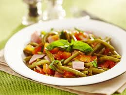 cuisiner des haricots verts poêlée d haricots verts au jambon et petits dés de tomates au
