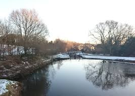 Canap En Sky Walking A Snowy Winter Canal Walk In Wheelton Lancashire