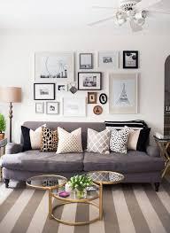 que mettre au dessus d un canapé réussir mur de cadres déconome