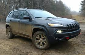 mud jeep cherokee 5 reasons why the 2017 jeep cherokee trailhawk is the best midsized