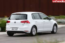 volkswagen white car volkswagen golf review golf 7 2015 2016 2017 whichcar