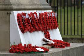 file leicester war memorial wreaths jpg wikimedia commons