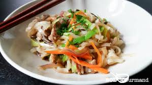 cuisine asiatique facile nouilles de riz sautées porc légumes facile recette asiatique