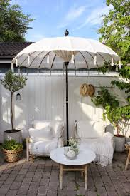 Patio Umbrella Tables by Best 25 Patio Set With Umbrella Ideas On Pinterest Umbrella For
