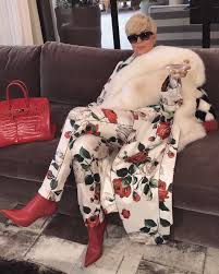 Kris Jenner Live - kris jenner goes platinum blonde in new photo reality tv world